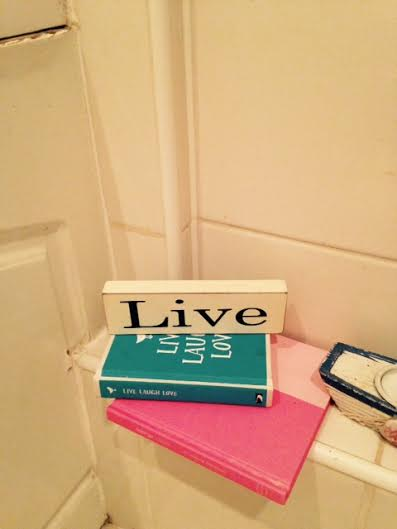 I love this 'Live' sign that I got from Oxfam last weekend. It sits in our bathroom.